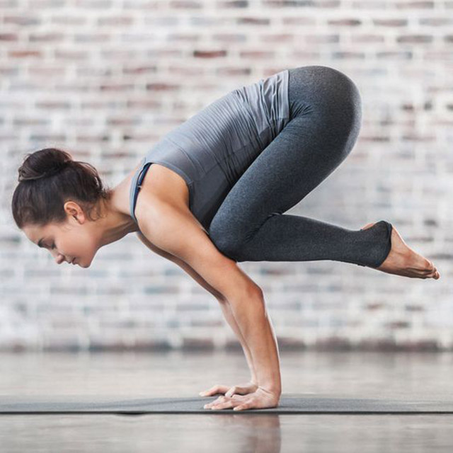 (Yoga Crow Pose 烏鴉式 - Bakasana)