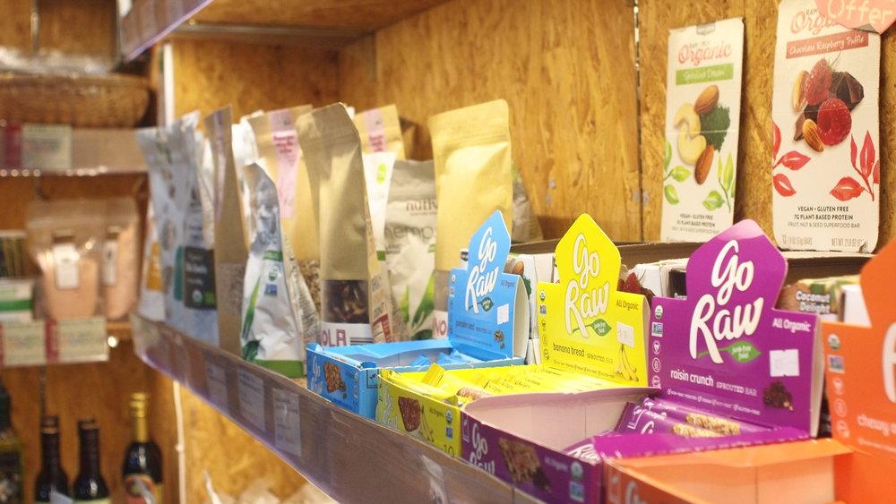 綠野林亦有售賣一系列的健康食品和用品。 - 不論你是素食新手還是食生專家,在這裡你都有一個奇妙的尋寶經歷。店員對食生、食素非常了解,除了找到心儀產品外,還是一個很好的學習體驗,獲益良多。