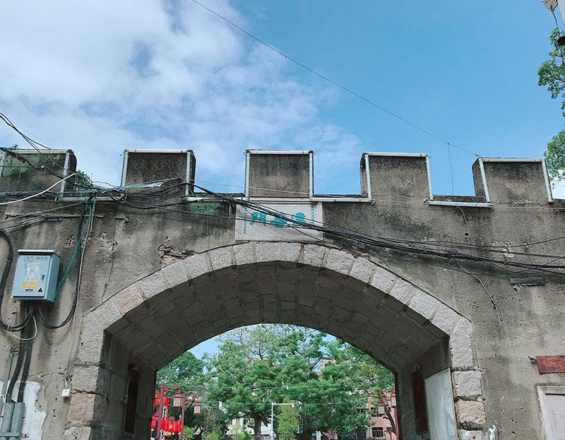 古城建成後,不但使當地居民免受了潮水之災,同時亦可達到抵禦明朝餘黨和海盜的騷擾的作用,一石二鳥。