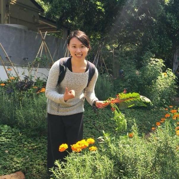 關於作者-源素 - 源素,是熱愛大自然及關注身心靈健康的純素食者,閒時喜歡行山和烹調不同純素料理。畢業於香港理工大學食物安全及科技學系,其後於香港中文大學修讀社會工作。透過文章分享日常生活中的點子,希望使大家對純素飲食及自身身處的環境有更多認識和尊重,感恩大自然所給予的一切,在平凡中察覺當中的喜悅。作者社交媒體專頁Instagram |  Facebook|  作家簡介