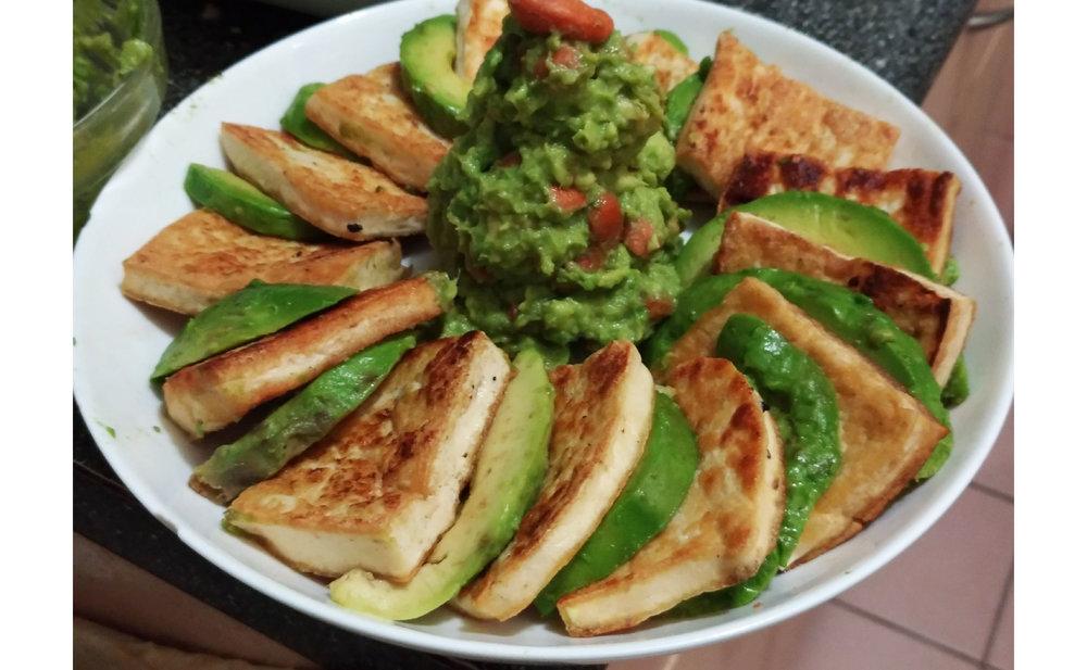 不失敗外脆內軟煎豆腐 - 加上牛油果 (Avocado) ,成為營養豐富的素食菜色