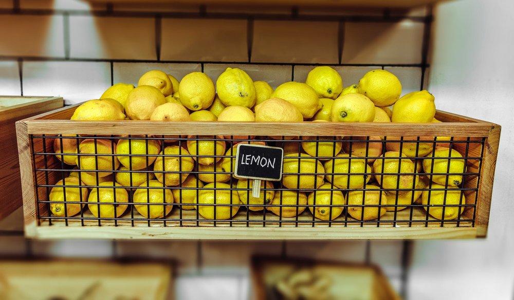 檸檬與梳打粉能完美地結合在一起,成為安全的除臭劑 - 圖片來源 : pexel.com
