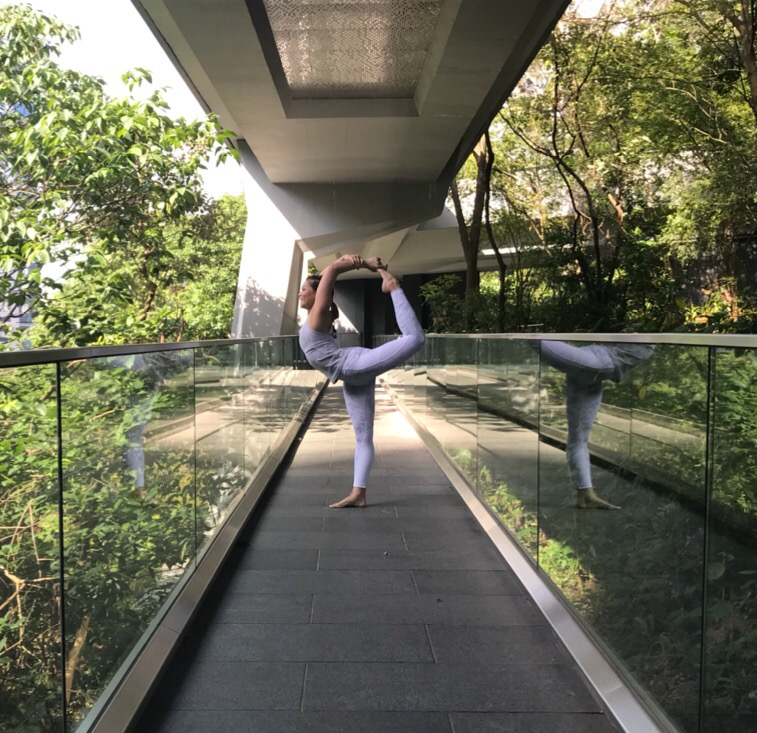 關於作者Yoga With Michelle - Michelle是熱愛時裝的瑜珈導師。由畢業於University of the West of England, Bristol 時裝系,其後於不同運動服裝品牌任職設計師,現職健身服裝品牌的市場推廣。除了上班外,大部分時間都是穿著瑜珈/運動服,希望通過自己的專業和研究,幫助大家挑選適合自己的瑜珈服和分享心得。作者社交媒體專頁Instagram | Facebook | 作家簡介