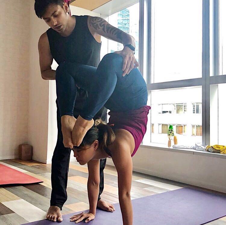 Master Ritesh - 有別與一般本土瑜伽中心, Yogaholic 是有真真正正的印度瑜伽大師駐場的。資深駐場的印度瑜伽大師Ritesh教授特色的印度瑜伽練習。