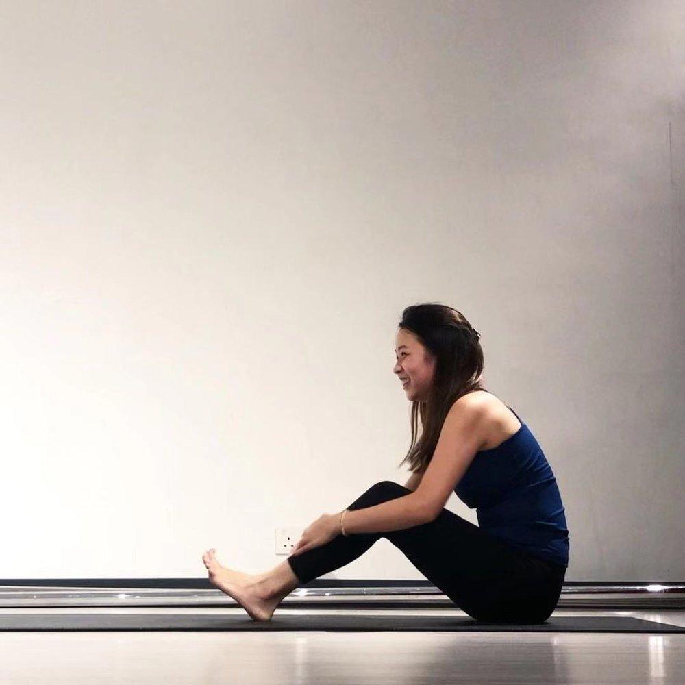 關於作者-Krystal Y - 因為生活壓力開始練習瑜伽,體會到其對身心幫助,所以更希望藉著教學分享瑜伽。亦熱愛瑜伽哲理,在課堂練習中特別著重冥想等心靈修煉課題以及與學生的互動,強調於與自身、心、靈的連結。相信宇宙中的一切都是相互聯繫的, 所有生物和事物都與唯一性的概念聯繫在一起。我們只需要用心生活,以同理心體現唯一性,覺知和愛就會在生活中流動 。Instagram | 作家簡介
