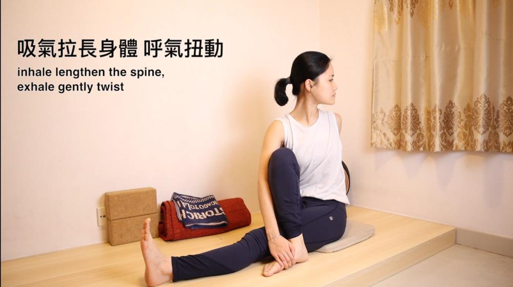 動作 (3) - 坐立扭動