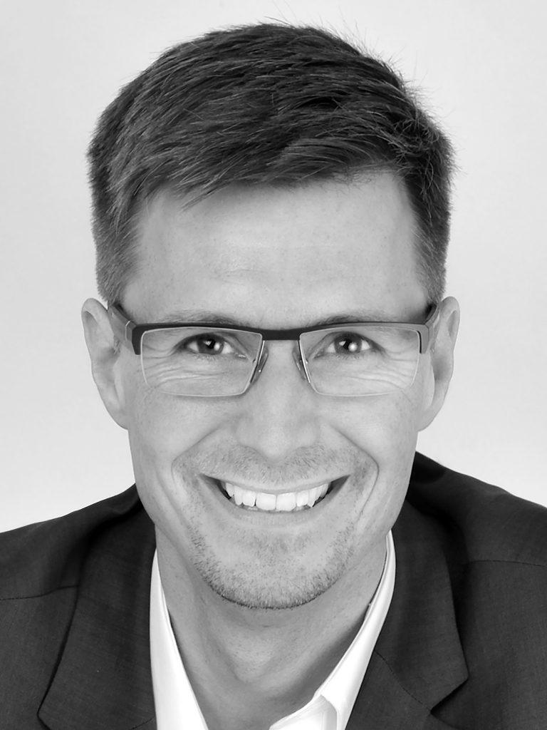 """HARALD SCHIRMER   Harald Schirmer, seit 89 im Continental Konzern, ist verantwortlich für Digitale Transformation & Change in der Konzernpersonalfunktion. Als """"Cross-mover"""" war er in Entwicklung, Qualität, Projektmanagement, in IT und ist seit 2011 im Personalbereich tätig. Seine Passion ist nachhaltige Organisationsentwicklung mit modernen Beteiligungsformaten auf Augenhöhe. Als Botschafter, Speaker aber vor Allem als Vorbild vertritt er neue Change Ansätze, ein modernes, netzwerkbasiertes und interkulturelles Führungsverständnis für das digitale Zeitalter. Seit 2017 für """"New Work"""" verantwortlich z.B. für die Einführung der cloudbasierten O365 Landschaft, Erstellung von Konzepten im Umgang mit Evergreen sowie Aufbau einer globalen Netzwerkorganisation.  Blog:  www.harald-schirmer.de  Twitter: @haraldschirmer"""