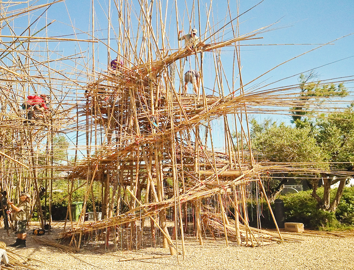 The Starn brothers working on one of their Big Bambu installations