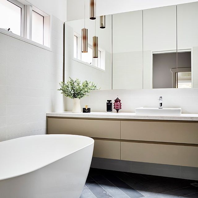 Ensuite in an addition to a Deco house. Burlington tiles from @cerdomustilestudio Pendants by @mondolucelighting and fittings from @eandstrading  _______________________________________ 📷 by @rhiannonslatter 🛠 by @modhaus_melbourne