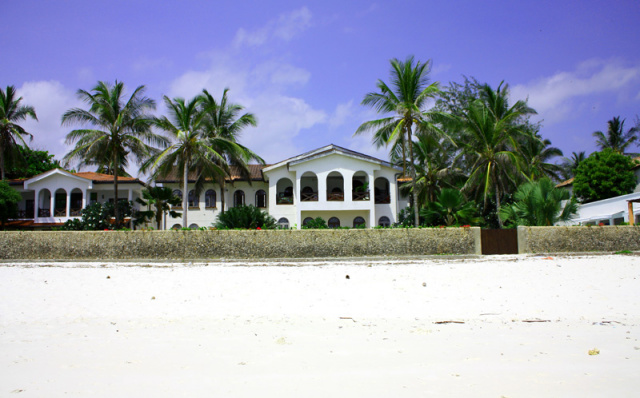 5 BEDROOM PLUS PROPERTIES - Beachfront and 2nd Row - ideal for family get togethers.