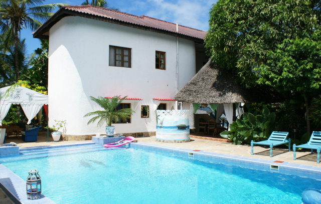 BEDROOM HOUSE WITH POOL FOR SALE - 4 Bedroom House in North Watamu set over 2 stories.Ksh 30 million (Kenyan Shillings)Ref: NVMB2More Info