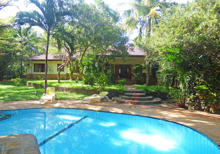 pool-to-house.jpg