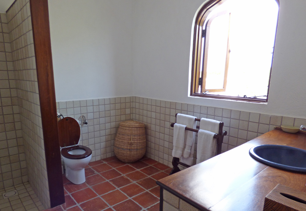Jahazi-bathroom2.jpg