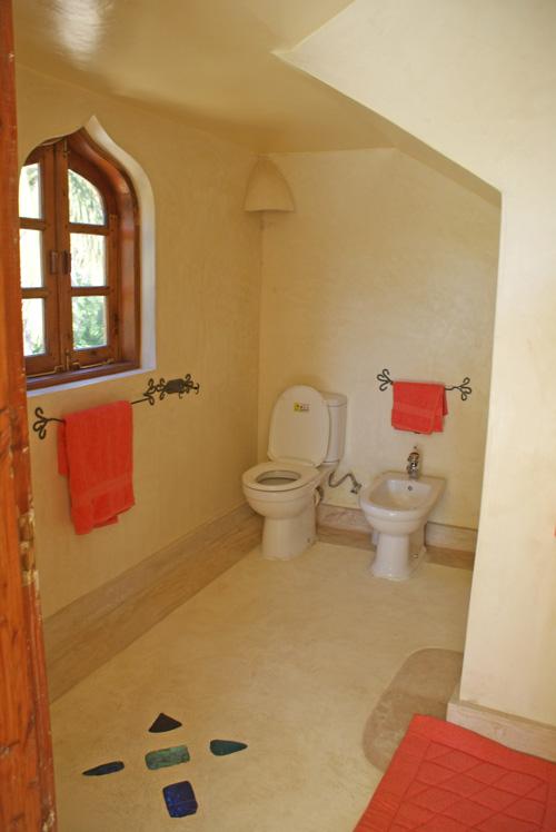KingsL-bathroom2.jpg