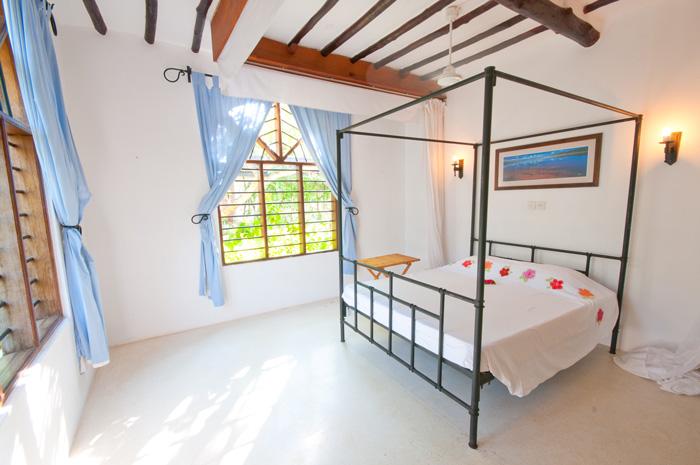 White-bed2.jpg