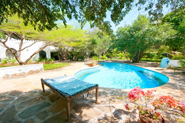 Whitehouse-pool.jpg