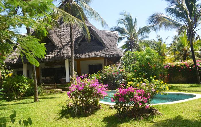 Pool-&-House-2.jpg