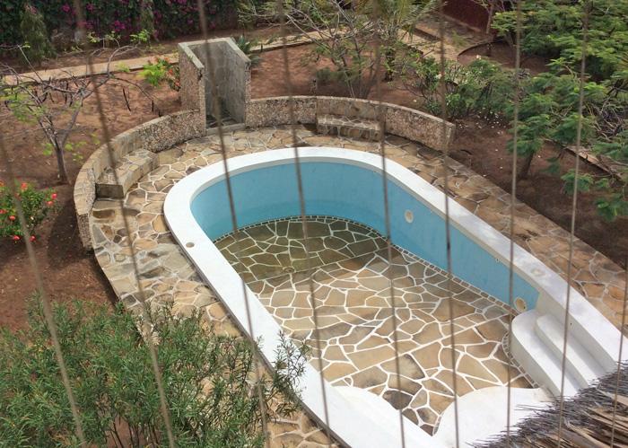 House1-pool.jpg