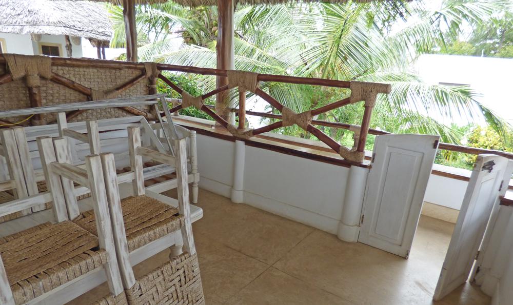 RCB02-balcony2.jpg
