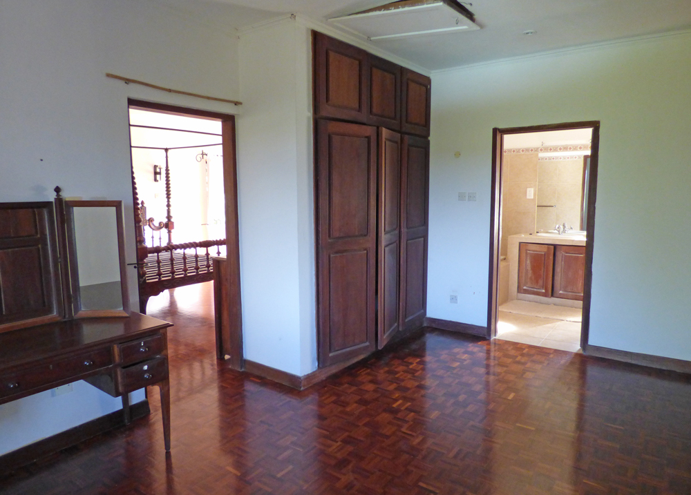 KA02-bedroom1-dressing.jpg