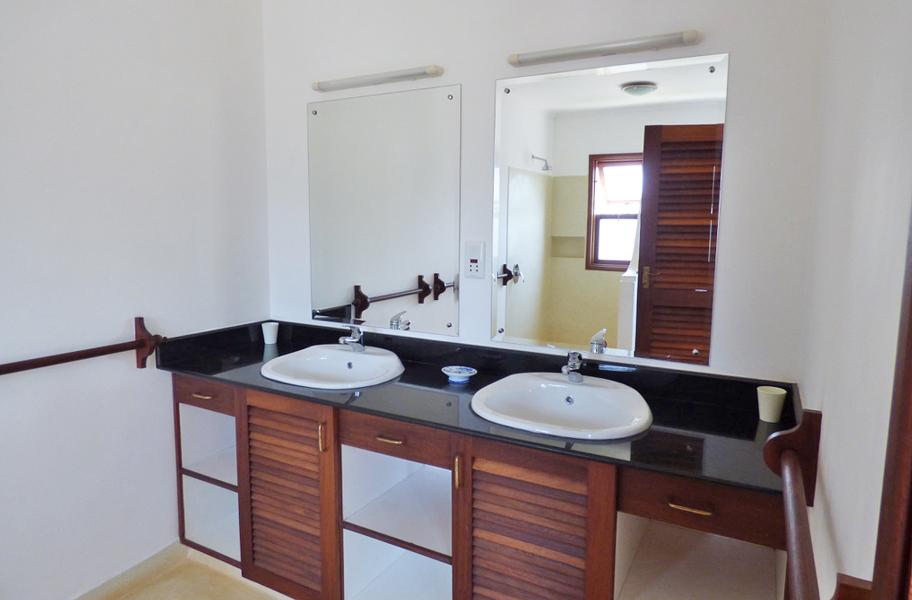 VPR03-bathrom.jpg