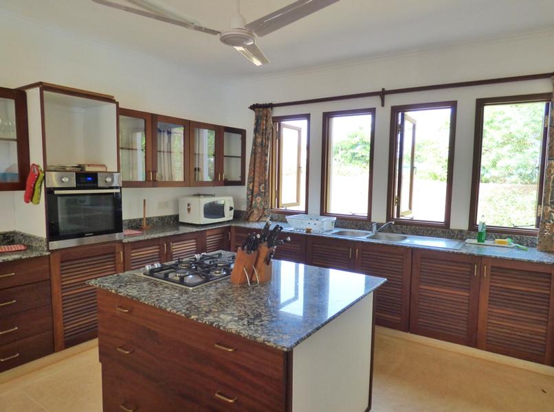 VPR03-kitchen.jpg