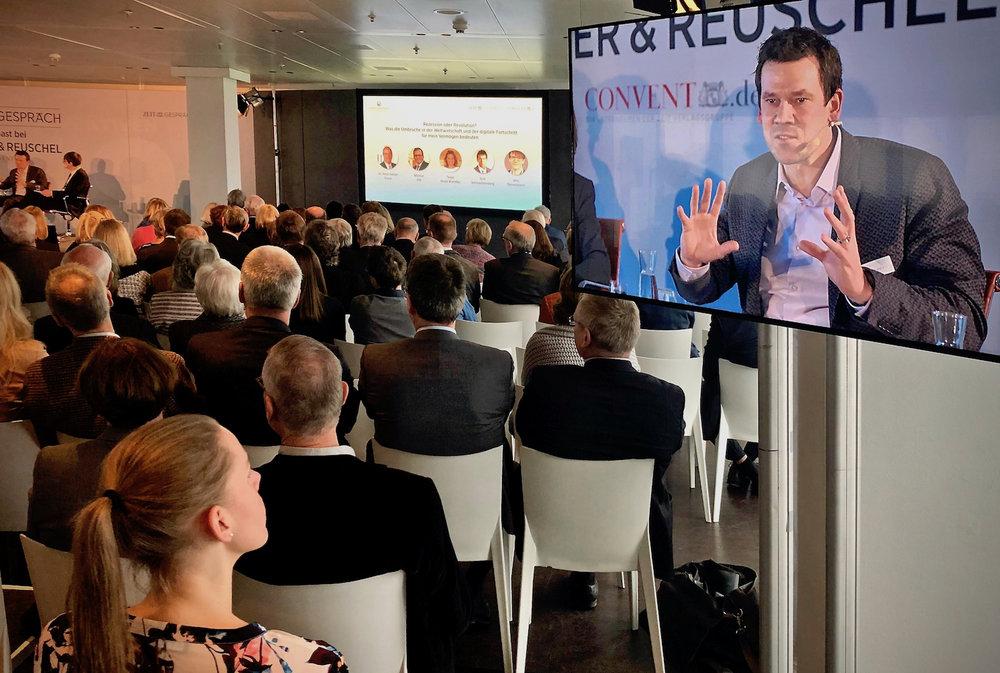 Gut besuchte Veranstaltung: Dirk Schmachtenberg beim ZEIT Gespräch in Hamburg.