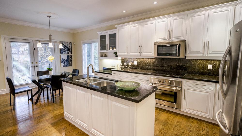 #8 - Kitchen - Thorncrest-35.jpg
