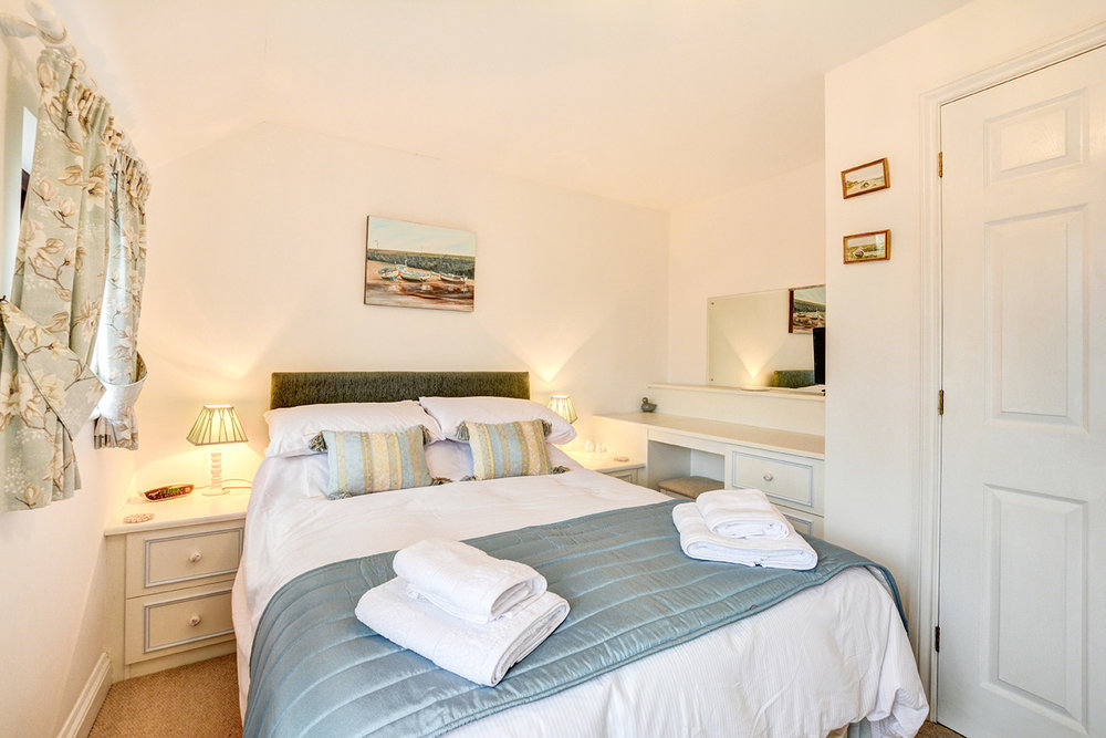 Ship Shape cosy holiday cottage in seaside harbour of Padstow double bedroom 02.jpg