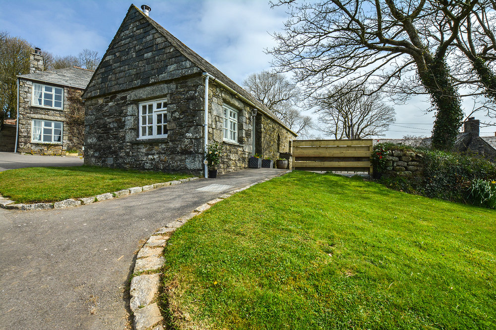 The outside of Jingles luxury self catering holiday cottage at Penrose Burden in North Cornwall near Bodmin Moor03.jpg
