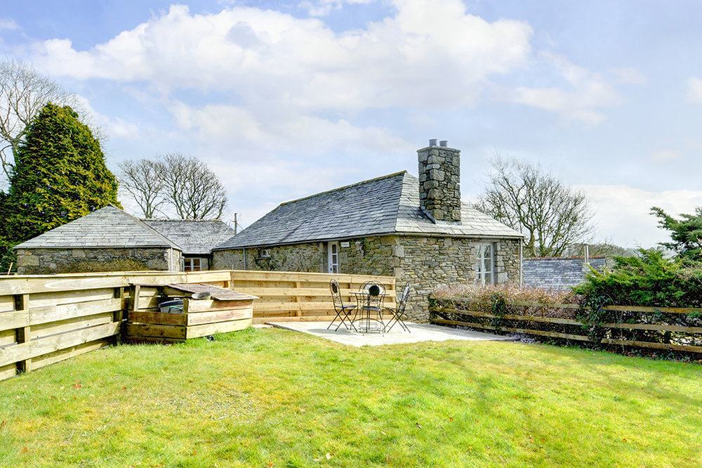 The raised garden and patio of Butterwell luxury self catering converted barn holiday cottage at Penrose Burden in North Cornwall 03.jpg