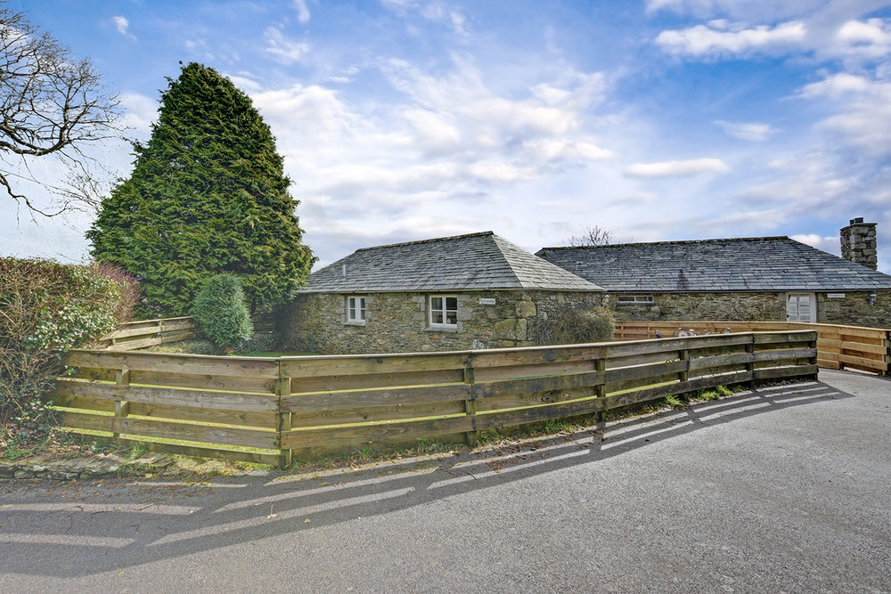 The outside of Goosehill luxury self catering converted barn holiday cottage at Penrose Burden in North Cornwall 01.jpg
