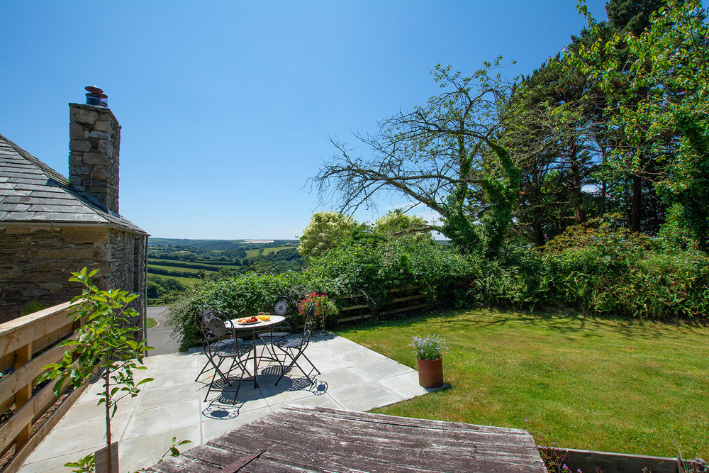 The garden of Butterwell luxury self catering converted barn holiday cottage at Penrose Burden in North Cornwall 01.jpg
