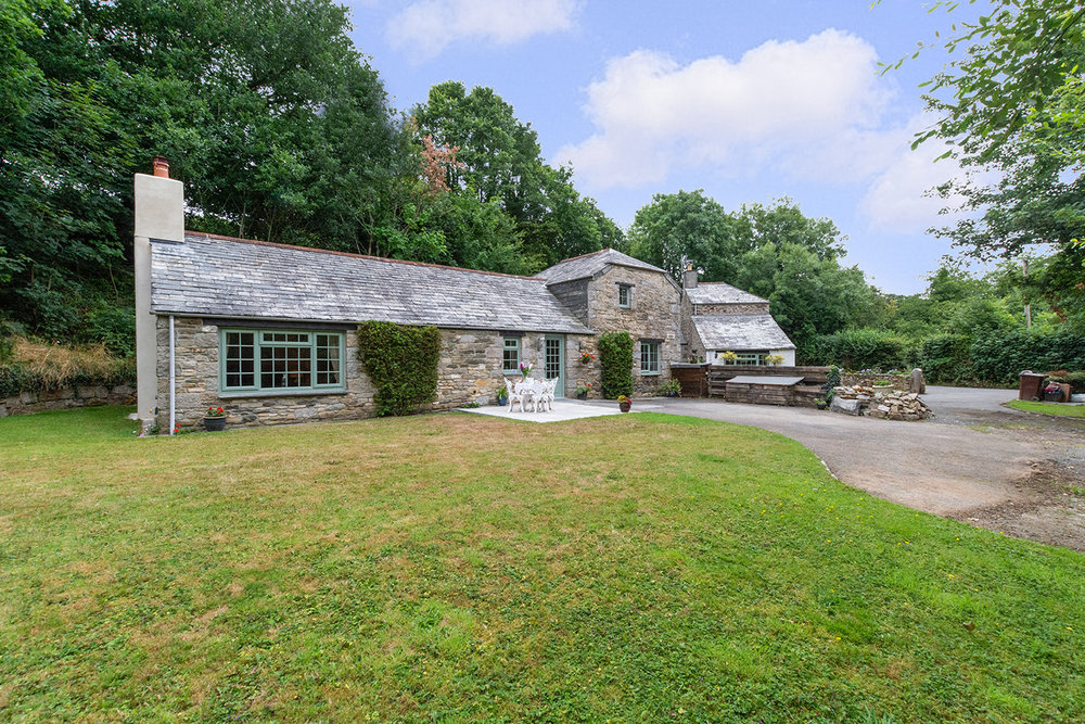 The exterior of Troutstream luxury self catering converted barn holiday cottage at Penrose Burden in North Cornwall 01.jpg