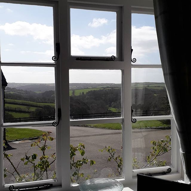 It's the last few days to take up the offer of 15% off any full week booked in Butterwell  during 2019. This is the stunning view from the lounge window. www.penroseburdencottages.co.uk . . . . #special #cornwall #holidaycottages #selfcateringcottages #cornishhorizons #camelvalley #countryside #view
