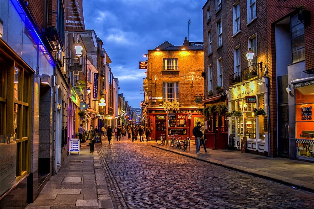 stock-photo-temple-bar-district-in-dublin-at-night-100904953 .jpg