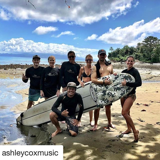 #Repost @ashleycoxmusic with @get_repost ・・・ We came, we saw, we surfed 🏄🏻 🌊 .. my body was one with that board and the ocean, and now I want it again and again. #findingthebalance 🤙🏼 #crushingit #oyogis #costarica #puravida #surflife