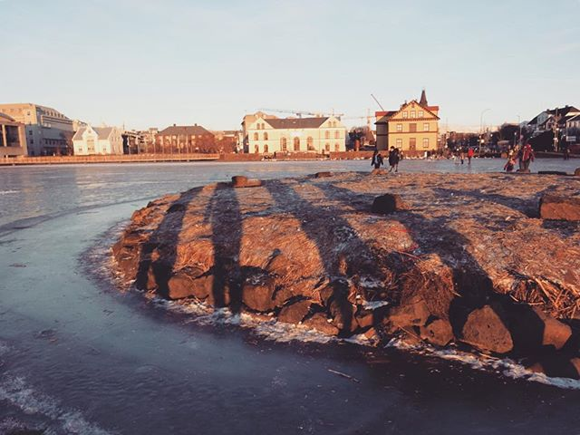 More from the frozen lake... . . . . #travel #tripstagram #travelholic #reykjavik #iceland #ice #snow #winter #backpacking #shadows