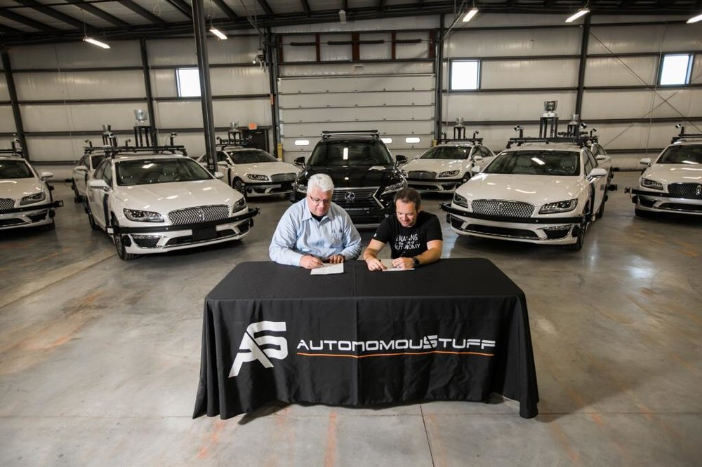 Michael Ritter, President of Hexagon Positioning Intelligence and AutonomouStuff CEO Bobby Hambrick signing the acquisition deal on Monday Morning. (Photo: Michael Ritter/LinkedIn)