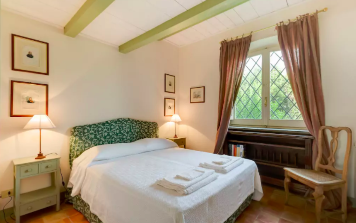 PACKAGE 2 - PRIVATE ROOM IN SMALL CHATEAU  Features: Private Room, Bath, Air Conditioning, Charming Suite, Queen Size Bed