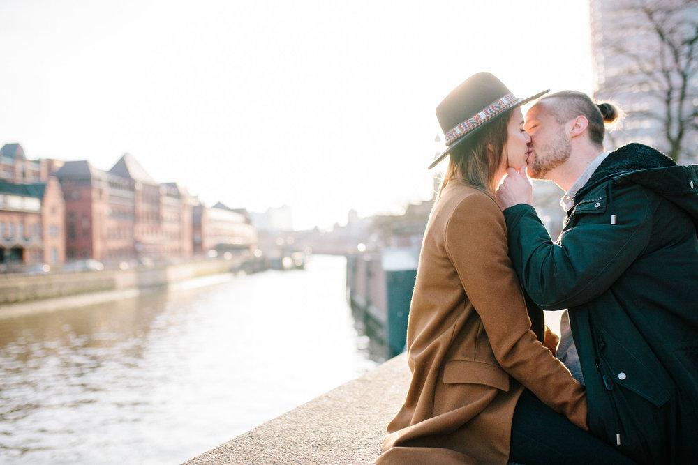 Speicherstadt-Hamburg-Engagement-Pia-Anna-Christian-Wedding-Photography-RJ-10.jpg