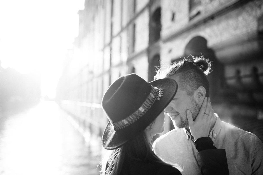 Speicherstadt-Hamburg-Engagement-Pia-Anna-Christian-Wedding-Photography-RJ-18.jpg