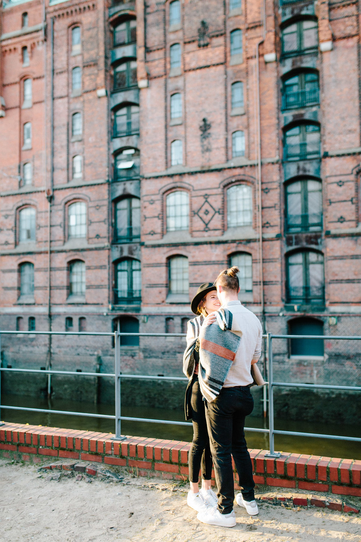 Speicherstadt-Hamburg-Engagement-Pia-Anna-Christian-Wedding-Photography-RJ-32.jpg