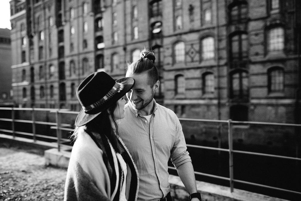 Speicherstadt-Hamburg-Engagement-Pia-Anna-Christian-Wedding-Photography-RJ-43.jpg
