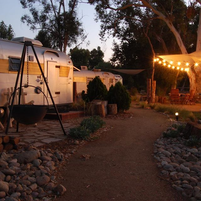 Twilight at @thevintagesatgalwaydowns #temeculawinecountry #winecountryglamping #getyourstreakon #silverstreaktrailer