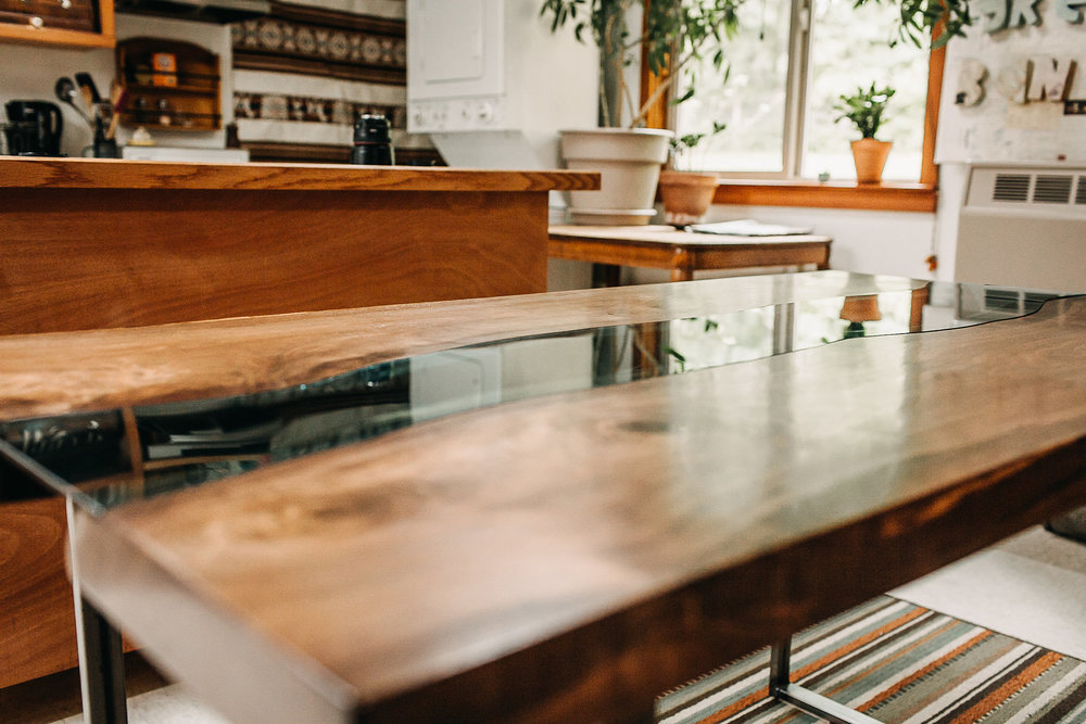 Details on Glass Inlay Dining Table