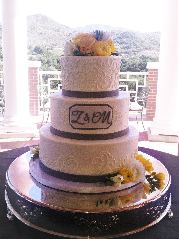 Buttercream swirl cake.jpg
