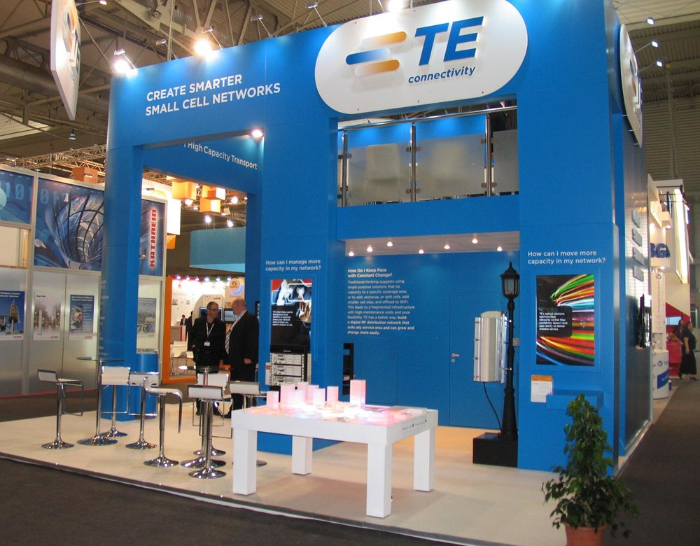 trade-show-model-with-interactive-lights.jpg