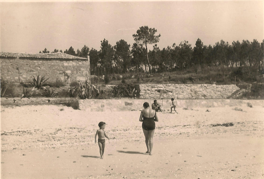 Salazón y Playa de Coroso en los años 60 /  Fish Salting House and Coroso Beach in the 1960s