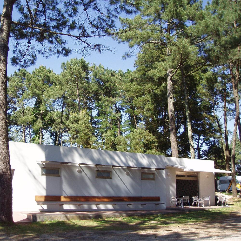 SUPERMERCADO /  SUPERMARKET     Camping Coroso ofrece servicio de supermercado y panadería para campistas /  Camping Coroso offers supermarket and bakery service for campers.